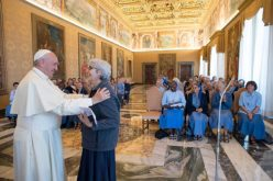 """Папата ги прими """"Малите сестри на Исус"""""""