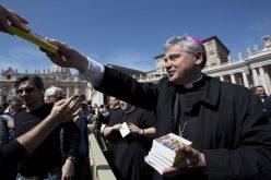 Папата: Во целиот свет да се навестува Евангелието