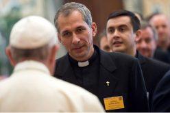 Папата до свештениците: Каков свештеник сакам да бидам?