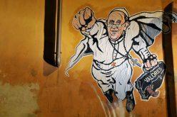 Маица со ликот на Папата