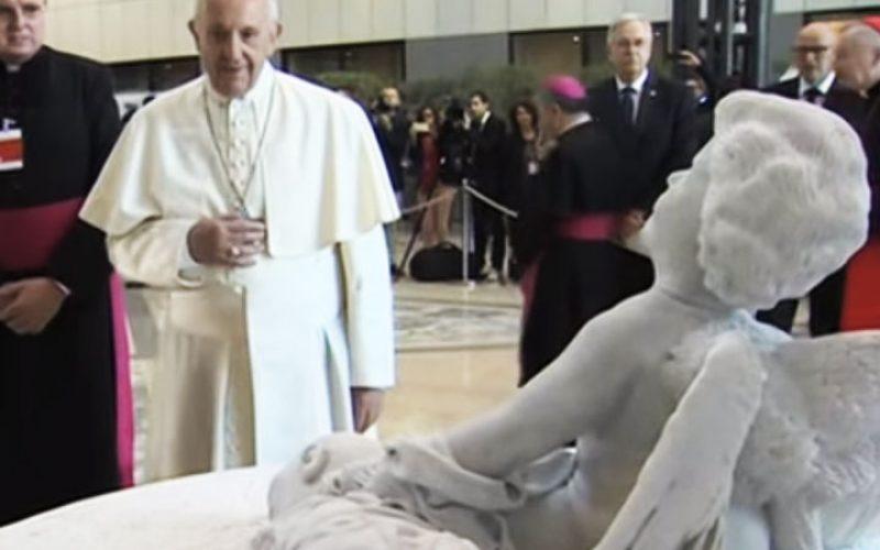 Папата на ФАО подари склуптура со малиот Ајлан