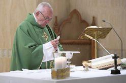 Теологијата се проучува на колена, секогаш блиску до Бог
