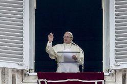 Папата: На секој да се даде она што му припаѓа