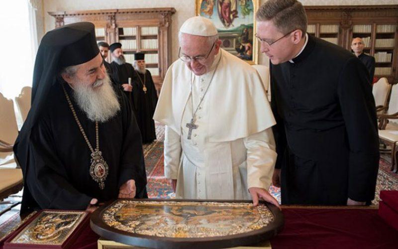 Папата до патријархот Теофил III: Да работиме за единство