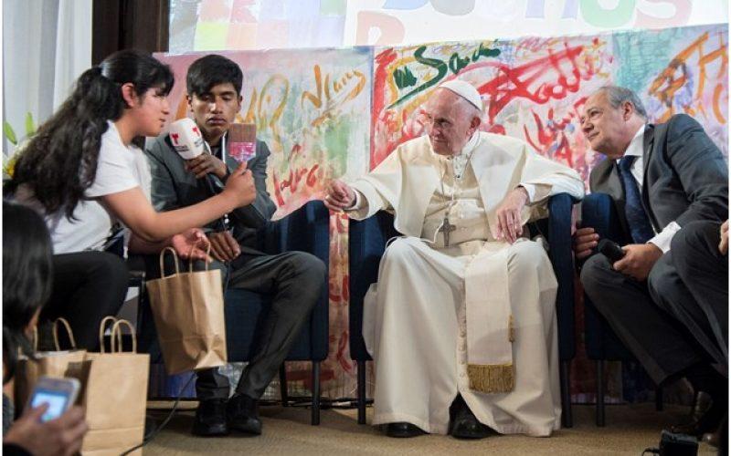 Папата го посети римското претставништво на Scholas Occurrentes