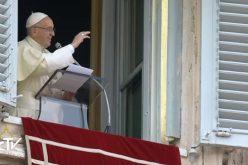 Папата: Божјиот сон за нас е да Го љубиме Него и ближниот
