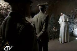 Папата Фрањо ги посети Ардеатинските јами