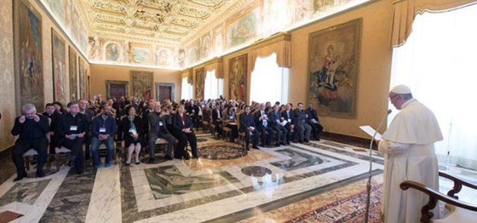 Папата ја истакна важноста за образование на мигрантите и бегалците