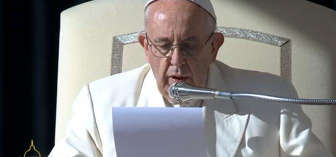 Папата: Евхаристијата значи благодарење, а не претстава