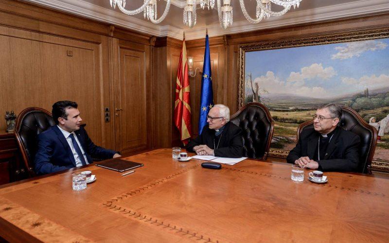 Апостолскиот нунциј Пекорари оствари средба со премиерот Заев