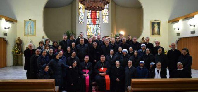 Средба на кардиналот Пулиќ со богопосветените лица