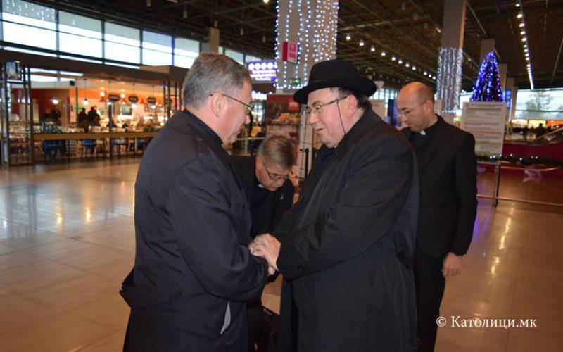 Кардиналот Пулиќ ги посети монашки заедници во Скопје
