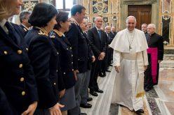 Папата се обрати на италијанската сообраќајна и железничка полиција