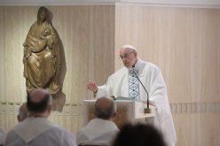 Папата: Културната колонизација завршува со прогонство
