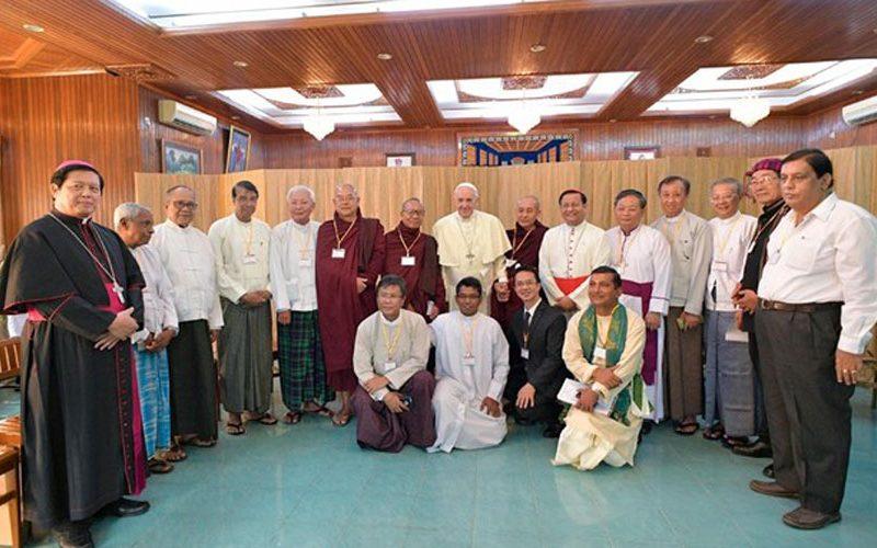Папата се сретна со верските водачи во Мјанмар