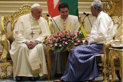 Папата се сретна со претседателот на Мјанмар Хин Kjo