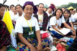 Папата служеше света Литургија во Јангон