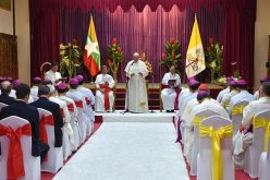 Папата: Првата задача на епископот е молитвата