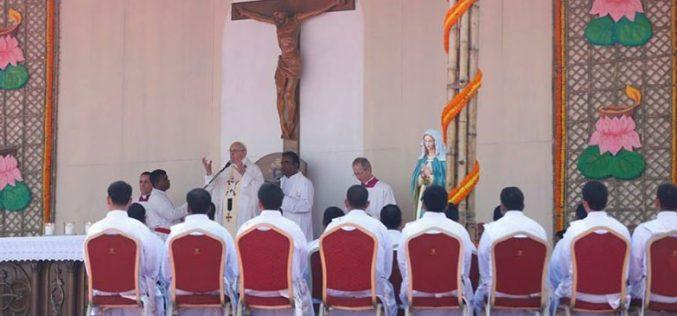 Папата ракоположи 16 свештеници во Дака