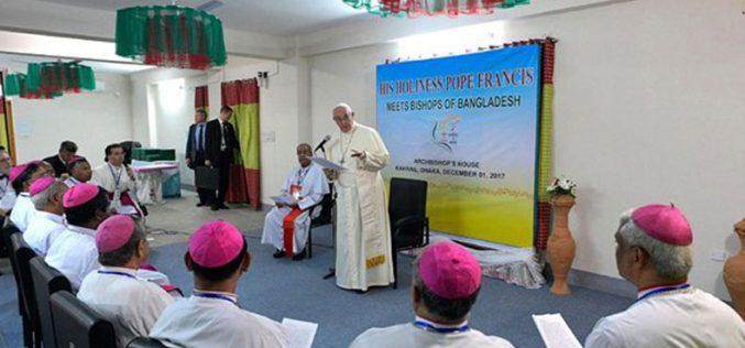 Папата се сретна со епископите од Бангладеш