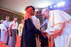 """Папата Фрањо се сретна со бегалци од народот """"Рохинџа"""""""