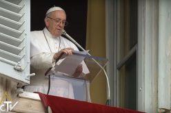 Папата: Марија секогаш е млада
