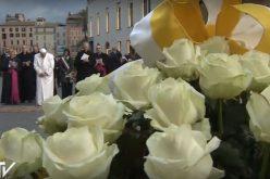 """Папата молеше од Пресвета Богородица """"антитела"""" за вирусите на денешното време"""