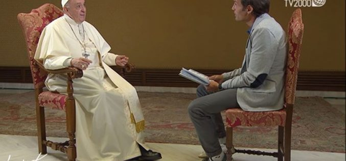 Папата предупреди на опасноста од комуникација со сатаната