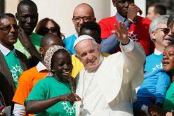 Папата: Секој странец е прилика за средба со Христос