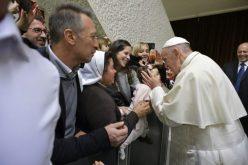 Папата: Никогаш не се карајте пред децата