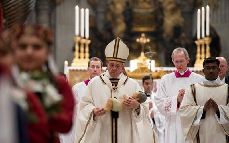 Папата: Плачот на Младенецот нека ја разбуди нашата рамнодушност