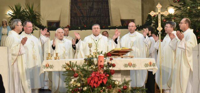 Бискупот Стојанов служеше полноќна Миса во Скопската катедрала