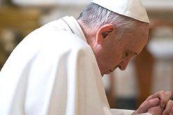 Папата на Твитер повика на молитва за прогонетите христијани