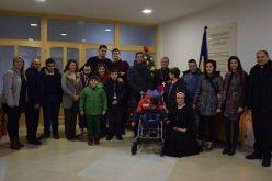 """Бискупот Стојанов се сретна со децата од Центарот """"Мајка Тереза"""""""