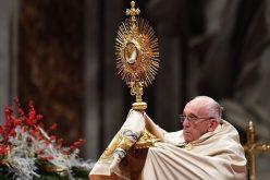 Папата ја предводеше Вечерната молитва и Te Deum