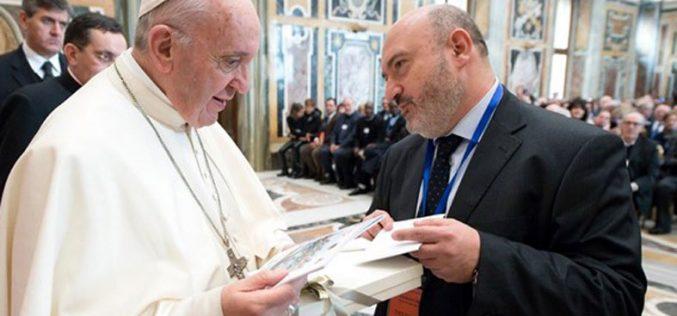 Папата: Да се обнови пактот помеѓу училиштето и семејството