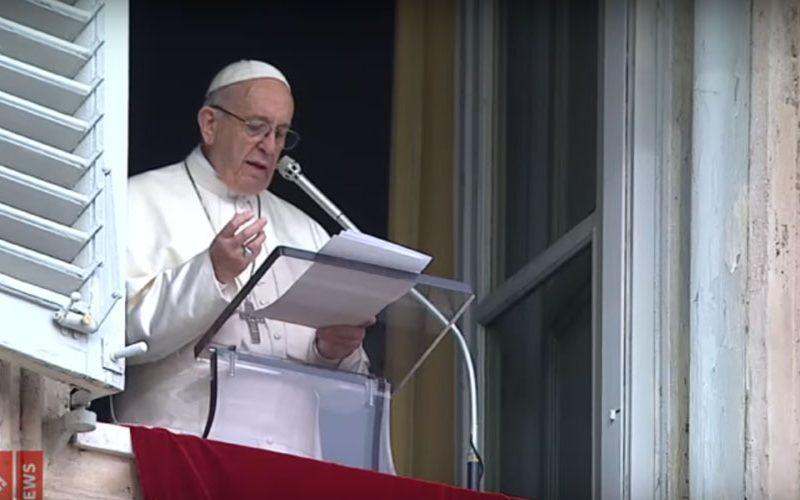 Папата побара од верниците да се сетат на датумот на своето крштение