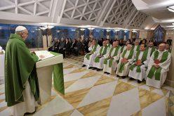 Папата: Исмејувањето на најслабите е дело на сатаната