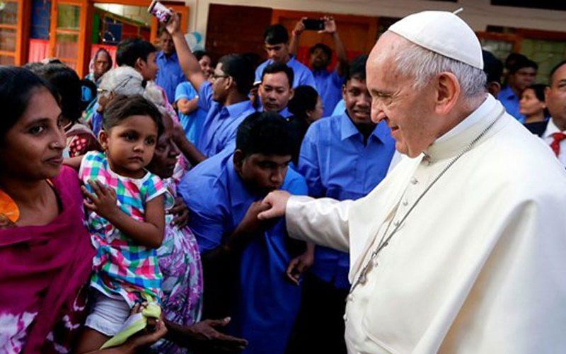 Папата ќе ја предводи Литургијата за 104 Светски ден на мигрантите и бегалците