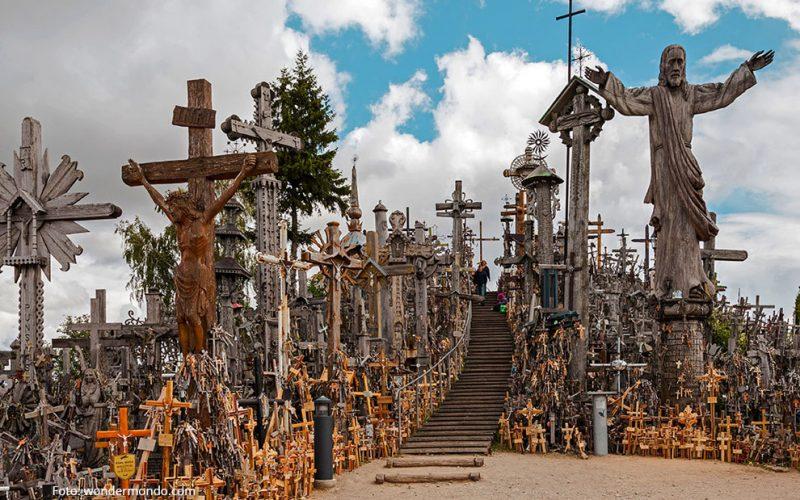 Литванија: Рид со сто илјади крстови