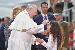 Папата Фрањо пристигна во Сантијаго