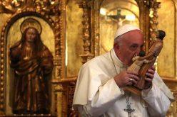 Папата се молеше пред моштите на перуанските светци