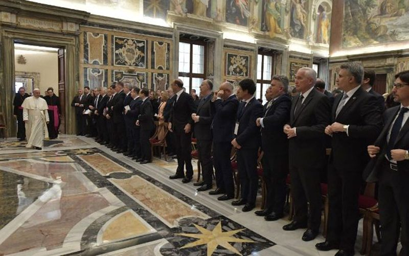 Папата повика на борба против омразата и рамнодушноста