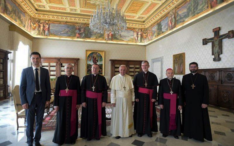 Папата до епископите од Руската федерација: Бидете со народот