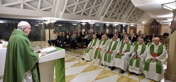 Папата: Грешникот може да стане светец, но расипаниот не