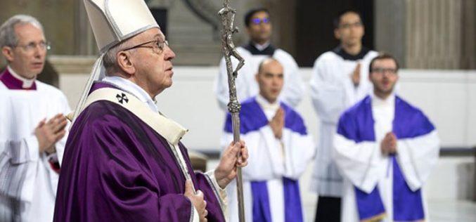 Папата: Вратете се кај Бог, Господ ве чека