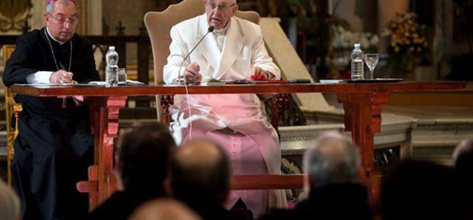 Папата до паросите: Бидете близу до народот и слушајте го