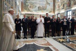 Папата се сретна со членови на здружението Pro Petri Sede