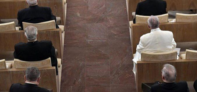 Папата пристигна во Аричи на духовни вежби