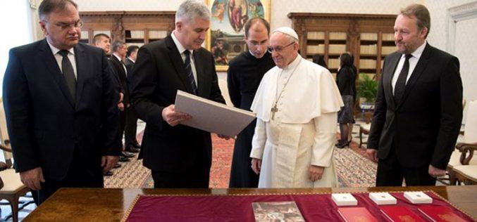 Папата ги прими членовите на Претседателството на БиХ